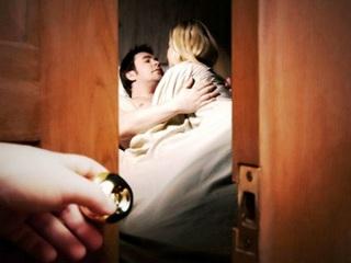 Chồng thuê phòng cho nhân tình ở ngay bên cạnh trong tuần trăng mật