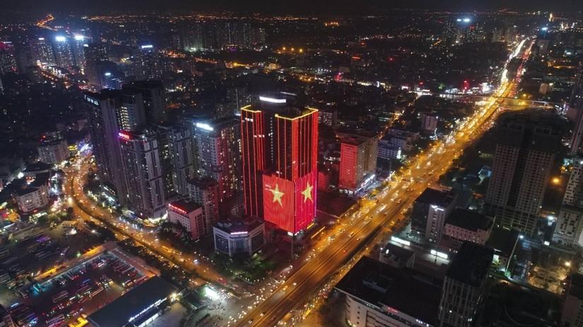 Những tòa nhà rực sáng tại Hà Nội – 1 đêm không ngủ mừng Việt Nam vô địch