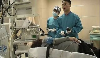 Sỏi 5 cm 'án ngữ' trong bụng, bệnh nhân sốc khi biết cách nó được tạo thành