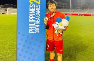 'Cô gái vàng' bóng đá nữ Việt Nam: 'Đây là lần đầu tiên chúng tôi được quan tâm nhiều đến vậy'