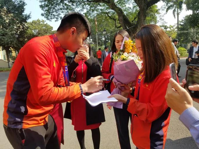 Thủ môn Văn Toản chia sẻ về phút xuất thần cản phá penalty tại SEA Games 30