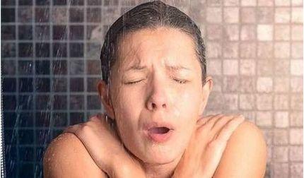3 'không' khi tắm, gội tránh nguy hại tới sức khỏe
