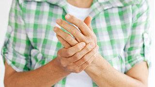 Cách bấm huyệt đơn giản đánh bay cơn đau cho người viêm đa khớp dạng thấp