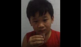 Clip: Bé trai bị bố ép uống rượu khiến dân mạng phẫn nộ