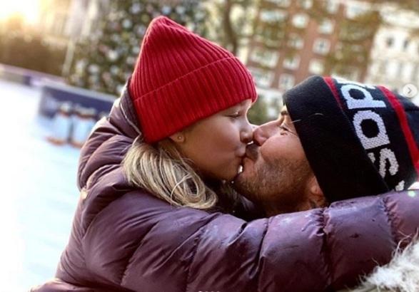 Nhà tâm lý học nêu 3 lý do không nên hôn môi con trẻ1