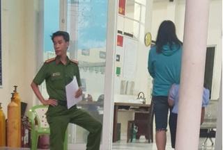 Cha dượng bóp cổ, dọa ném con riêng 6 tuổi của vợ xuống sông Sài Gòn