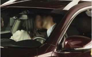Vợ nổi điên chứng kiến cảnh chồng và người yêu cũ hú hí trên xe ô tô