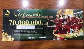 BV Thu Cúc 'làm màu' tặng tiền bằng voucher dùng 'cấp tốc' tặng nữ cầu thủ bóng đá?