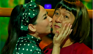 Trường Giang ngại ngùng khi liên tục được Phi Nhung ôm hôn