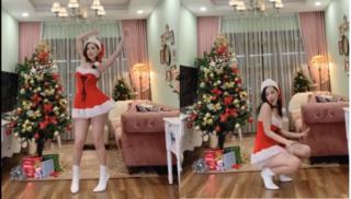 Clip: Chi Pu nhảy sexy mừng Giáng sinh