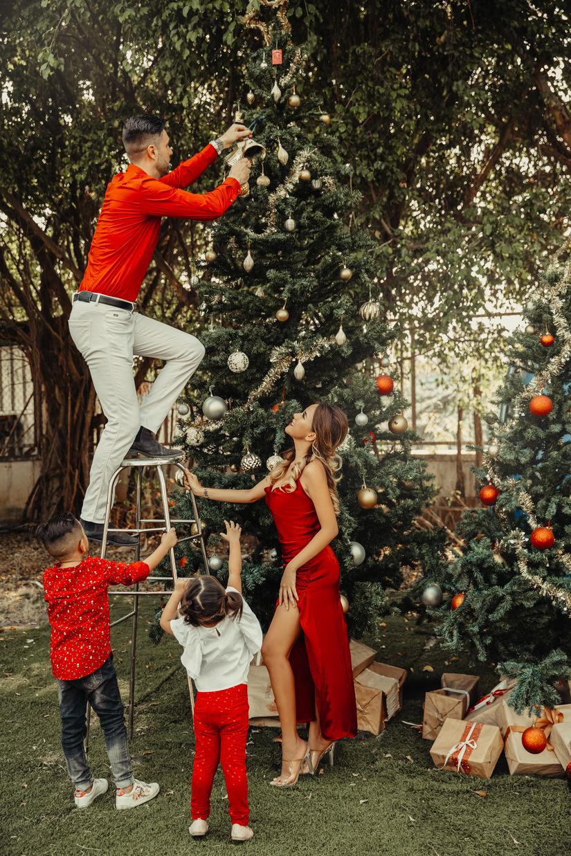DJ Myno đón Noel an lành cùng chồng con trong bộ ảnh đầy ngọt ngào7