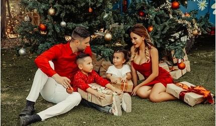 DJ Myno đón Noel an lành cùng chồng con trong bộ ảnh đầy ngọt ngào