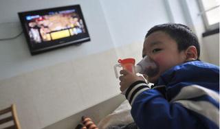 Bé 11 tuổi nhập viện vì mùi nước hoa của bố, chuyên gia cảnh báo những người cần tuyệt đối tránh