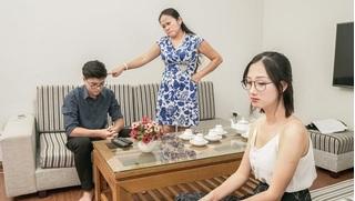 Con trai ngoại tình, mẹ chồng hành động khiến con dâu 'đứng hình'
