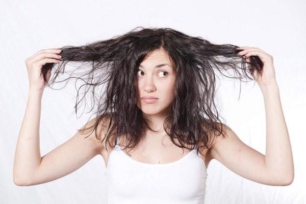 Mẹo giúp tóc không còn bết dính do dầu