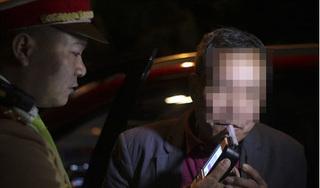 Nhấp môi một 'ngụm' rượu khi về quê, tài xế bị giữ xe và phạt 2,5 triệu đồng