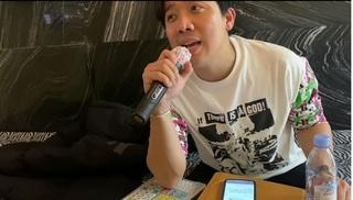 Trấn Thành 'quẩy' hát tiếng Hàn với Hari Won tại quán ăn làm mọi người phấn khích