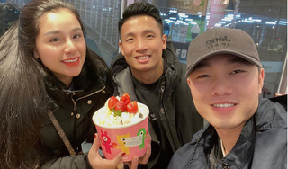 Vợ chồng Bùi Tiến Dũng hội ngộ Xuân Trường trên đất Hàn Quốc