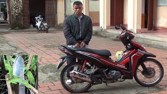 Thanh niên đang chấp hành án vẫn dí dao tài xế xe ôm cướp xe máy