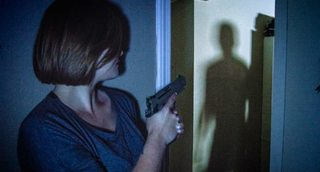 Tưởng kẻ trộm đột nhập vào nhà, cặp vợ chồng gọi cảnh sát và nhận cái kết 'ngã ngửa'