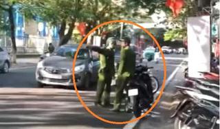 Cán bộ công an 'lỡ' đi ngược chiều bị tuýt còi: Tại lâu không ra phố