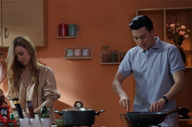 Midu ngưỡng mộ tài nấu nướng của Quốc Trường