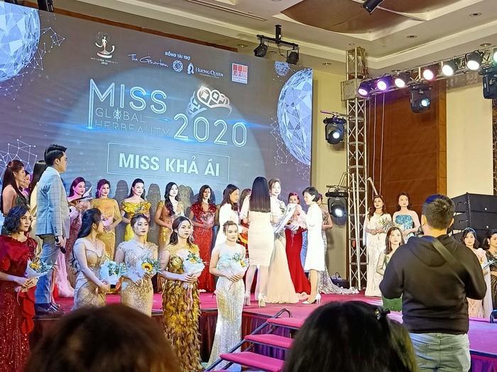 Thi hoa hậu 'chui' có nhiều sao Việt góp mặt làm MC, giám khảo