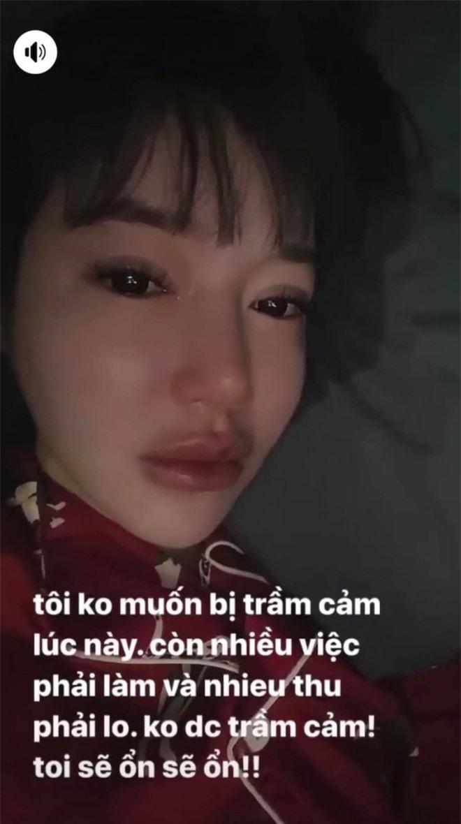 Giữa thời điểm rộ nghi vấn bị chồng Tây ngoại tình, Elly Trần khóc nức nở lo sợ trầm cảm