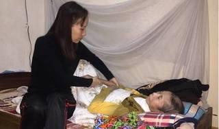 Rớt nước mắt với uớc nguyện cuối đời của người mẹ ung thư nuôi 2 con thần kinh
