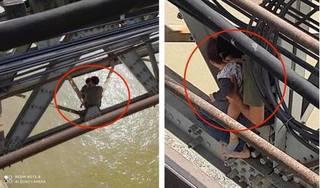 Nghẹt thở giải cứu người bố ôm con 7 tháng tuổi định tự tử ở cầu Long Biên