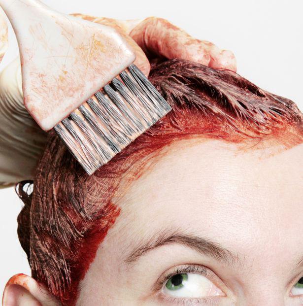 Phụ nữ nhuộm tóc nhiều tăng nguy cơ mắc ung thư vú