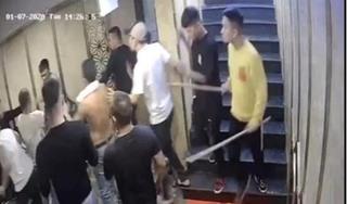 Truy tìm nhóm côn đồ hành hung khiến 2 nhân viên quán hát chấn thương sọ não