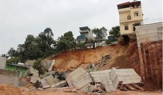 16 hộ dân ở Quảng Ninh phải di dời khẩn cấp vì sập bờ kè