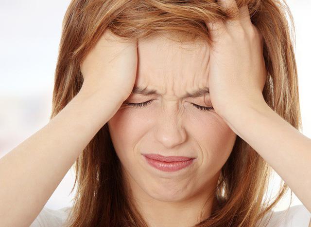 Cảnh báo thói quen hễ đau đầu lại uống thuốc tăng cường tuần hoàn não