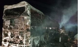 Xe giường nằm cháy trơ khung trên quốc lộ, hành khách hoảng loạn kêu cứu