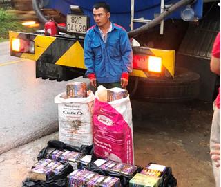 Bắt tài xế xe bồn chở theo hàng chục kg pháo nổ