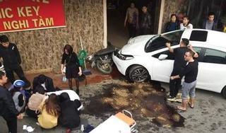 Hà Nội: Nghi vấn tài xế ô tô say xỉn tông người đi xe máy bất tỉnh