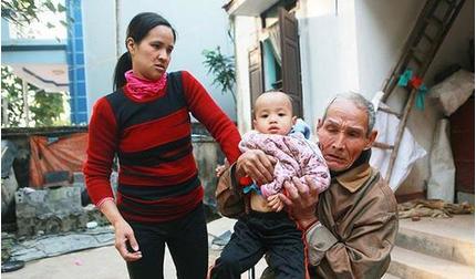 Tết buồn của cặp vợ chồng 'bác - cháu' chênh nhau 43 tuổi ở Hà Nam