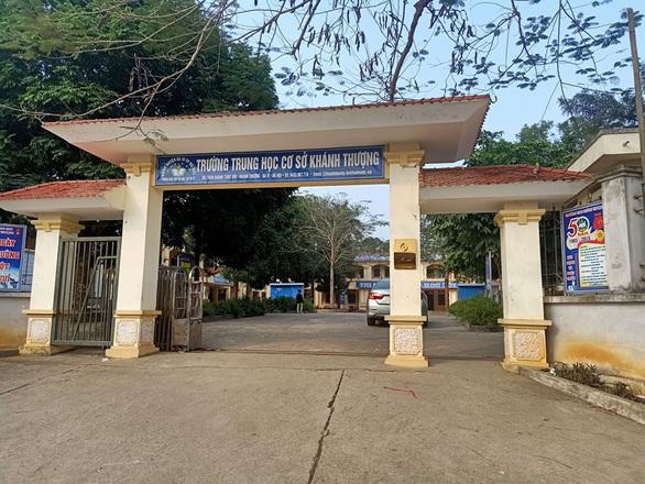 Nhà trường lên tiếng vụ nghi nhiều học sinh lớp 9 bị ép bán trinh