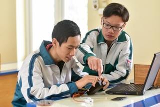 Nam sinh Quảng Ninh gây 'sốt' với sáng chế thiết bị cảnh báo bỏ quên trẻ em trên ô tô