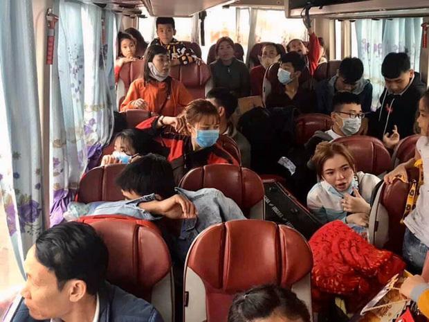 Xe khách Nam Định phóng nhanh vượt ẩu, huých xe máy suýt chết