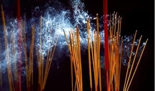 Vẫn biết độc, nhưng ít người hiểu được tác hại khủng khiếp của khói hương