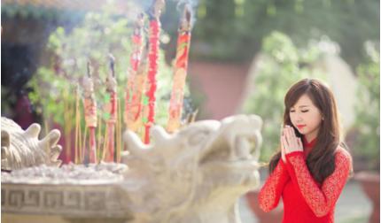 Hướng dẫn cách đi lễ chùa đầu năm: Sắm lễ, bài khấn, cầu gì cho đúng?