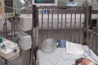 Bé gái 3 tháng tuổi nguy kịch sau khi uống sữa non mẹ pha