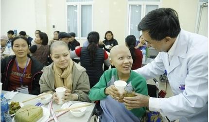 Xúc động bữa cơm tất niên của người bệnh ung thư