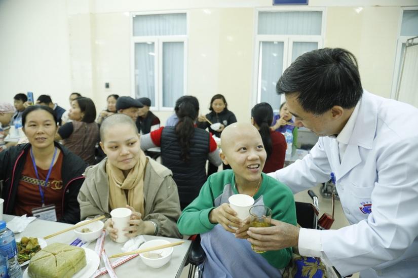 Xúc động bữa cơm tất niên của người bệnh ung thư 4