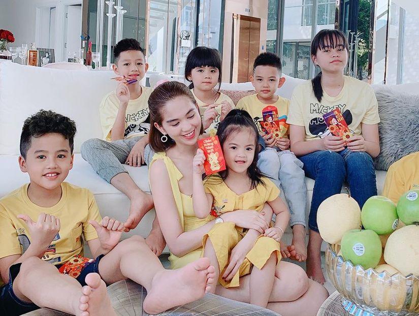 Ngọc Trinh cùng gia đình đón Tết trong biệt thự triệu đô