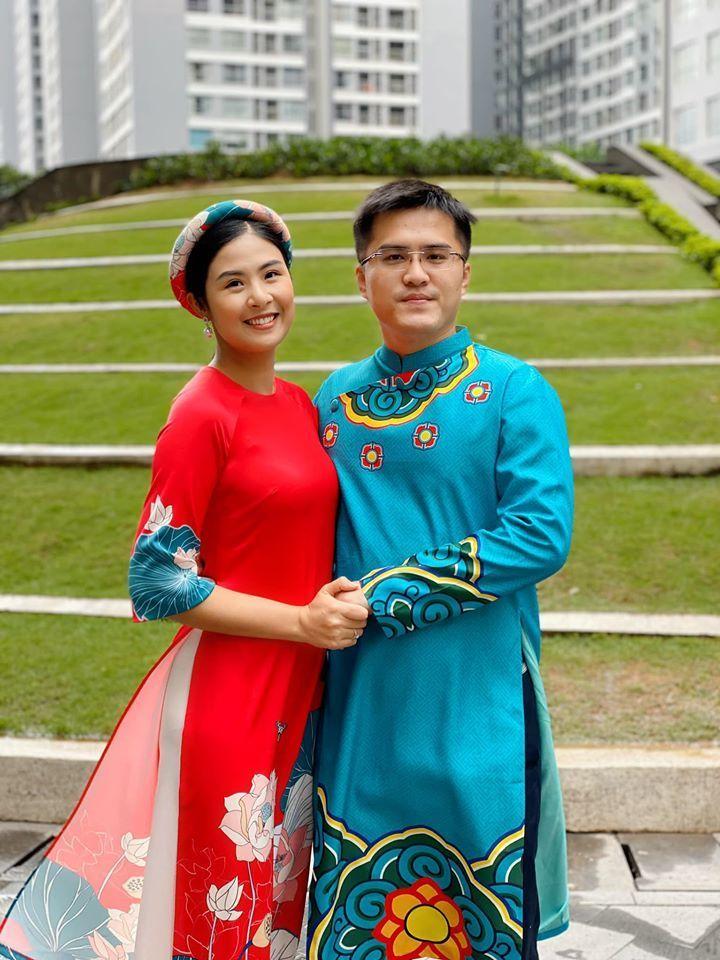 Ngọc Hân và chồng chưa cưới mặc áo dài, chụp ảnh chơi Tết cùng gia đình