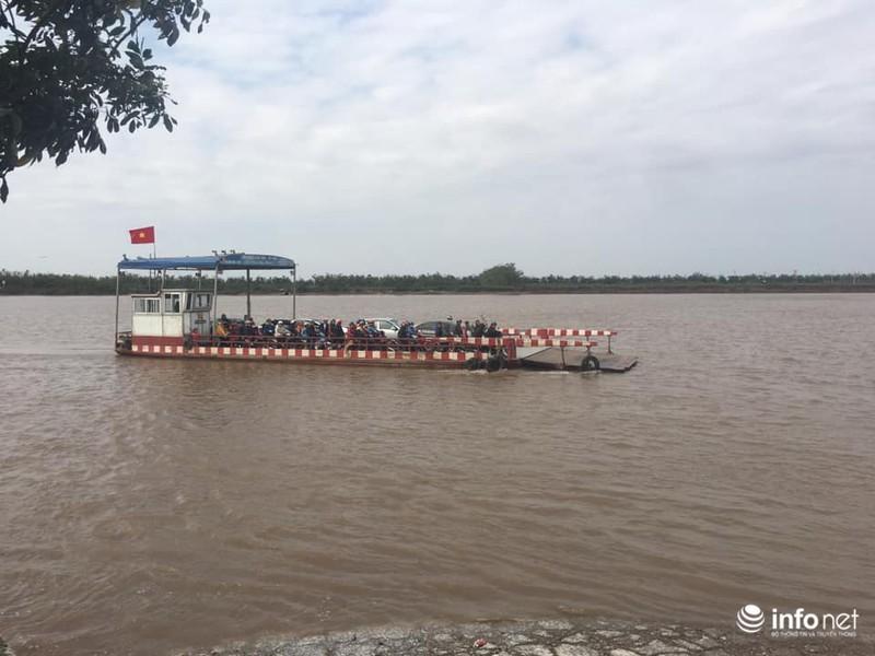 Kinh hãi những chuyến phà 'dỡn' mặt tử thần ở Nam Định - Ninh Bình