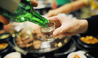 Những thực phẩm tuyệt đối không ăn khi 'nhậu' cùng rượu